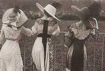 Historiska kläder m.m.