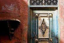 ''Ανοίξτε την πόρτα παρακαλώ!!!!!!!!!'' / ΟPEN THE DOOR PLEASE!!!!!!