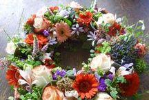 Στεφάνια διακοσμητικά !!!- Decoration Wreaths!!! / Με αληθινά λουλούδια ή αποξηραμένα...DIY στεφάνια, με διάφορα υλικά που η φαντασία συνθέτει  για κάθε περίσταση!