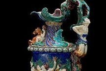 ROCOCO............ / Τεχνοτροπία που διαδέχθηκε το μπαρόκ και αναπτύχθηκε στις αρχές του 18ου αιώνα, κυρίως στη Γαλλία.