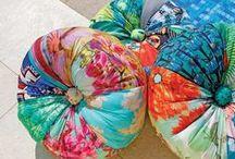 Almofadas / Almofadas são um elemento super essencial em qualquer decoração. Na sala, no quarto, na varanda, elas ajudam a compor um visual alegre, moderno, romântico ou despojado. Confira almofadas feitas por artesãs com diversos tipos de tecidos reaproveitados e valorize seu ambiente.