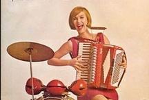 Me and my sound...  / Ellos/as y su posesión más preciada...
