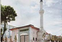 HAZNEDAR METİN ŞAR CAMİİ / Mesa tekstilin kurucusu Metin Şar'ın adı verilen camiyi oğulları, Sami, Salim, Şevki ve Sadi Şar yaptırmıştır. Hz. Allah herkese böyle hayırlı evlatlar nasip eyleye.