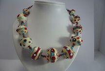 MORFIA Colliers multicolores / Colliers avec des perles de verre de Murano faites main avec du verre opaque de couleur vive