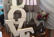 Rustic Decorating ideas / Create your own beautiful table and event with the help of old wooden crates/risers and tree slices