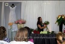 Cursos ministrados - Minha alegria e responsabilidade! / Ensinar não é transferir conhecimento, mas criar as possibilidades para a sua própria produção ou a sua construção - Paulo Freire.  Como muitos sabem, ministro aulas de Arte Floral. Visite o site: http://www.escolatecnicadeartefloral.com.br/ E conheça o nosso trabalho!