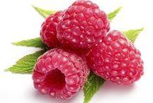 TUTTI FRUTTI /   Owocowa rozkosz, która zniewala zmysły i ciało!  Cudownie owocowe kosmetyki do ciała o wyjątkowych właściwościach pielęgnacyjnych i soczyście świeżych zapachach. Bogactwo składników aktywnych doskonale dba o skórę, a rozprzestrzeniający się, wyjątkowy aromat wprowadza w doskonały nastrój, stymuluje pozytywną energię, radość i chęć do działania.