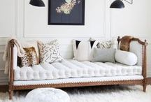 White Sofa / A white sofa can be a blank canvas and a starting point for all sorts of amazing pillow combinations. It's one of the most versatile pieces of furniture whether you want to keep your sitting room traditional or contemporary. #modernsofas #whitesofa #sofasdesign