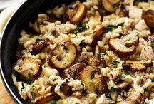 Risotto recepten / Recepten voor de lekkerste risotto. Makkelijke recepten met champignons en parmezaanse kaas. Met garnalen, asperges, chorizo, pompoen, asperges. Het basisrecept voor risotto en uitgebreide recepten. Romige risotto. Met courgette, citroen, kreeft, safraan, truffel etc. Risotto recepten Nederlands. Vegetarische risotto recepten, risotto met kip