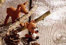 Winterzeit / Die Weihnachtszeit ist wohl die schönste im ganzen Jahr: Man kann kreativ werden & sein Selbstgemachtes an die Liebsten verschenken. Wenn die Tage kürzer werden, macht man es sich mit seinen Stricksachen auf der Couch bequem oder verzieht sich in sein Bastelzimmer, wo tolle Werke entstehen.