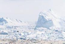 Ilulisat, le fjord gellé. Articles photos, voyage, découverte, arctique. / Article Photos Illulisat est la deuxiemme ville du Groenland par sa taille, et l'une des plus touristiques. Près de 5000 habitants et des centaines de chiens de traineaux vivent aux abords de Illulisat Kanguerlua, le glacier le plus actif de l'hémisphère nord.