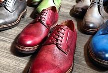 Derby / With the open lace on the facing more sporty than the oxford, these style favour men with high instep