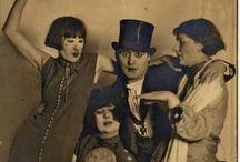 Hotel Extravaganza / Golden Days Festival holder 6. september åbningsfest på Vega, hvor alt det chokerende nye, der kom i kølvandet efter første verdenskrig er inviteret - Cabaret, Dadaisme, Drag, Bauhaus, Burlesque, store europæiske forfattere, gakkede kunstnere og alle andre der indtog de Europæiske storbyer i 1919.