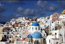 Grecia, Isola di Santorini / Principale delle Isole Cicladi stupenda per le sue alte coste all'interno della caldera formatasi dopo un fortissimo terremoto