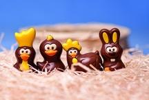 Wielkanocne czekoladki / Czekoladowe słodkości, których nie może zabraknąć w Wielkanocnym koszyczku.  Wesołe zajączki, radosne kurczaczki, słodkie jajka i wyjątkowe pralinki wykonane z doskonałej jakości czekolady.