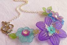 5/Ékszerek: virágformákkal / Virág-és levélformájú gyöngyökkel készült ékszerek