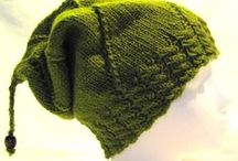 Mössor and hats / Stickade och virkade huvudbonader