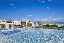 Mauritius - Azuri, een uniek nieuwbouwproject! / Veilig en vertrouwd nieuwbouw kopen op Mauritius? Unieke villa's en appartementen, praktisch op het strand en in een schitterende omgeving. Qualis brengt het voor u binnen handbereik. Surf naar www.qualis.nl en zoek in het land Mauritius.