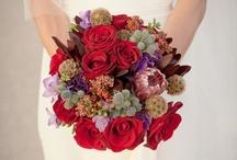 Bouquets Mariée Rouge // Red Wedding Bouquet / Une sélection des plus beaux bouquets de mariage rouge. // A selection of the most beautiful red wedding bouquets.