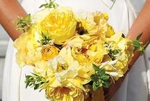 Bouquets Mariée Jaune // Yellow Wedding Bouquet / Une sélection des plus beaux bouquets de mariage jaune. // A selection of the most beautiful yellow wedding bouquets.