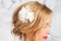 Coiffures mariage // Wedding Hair / Une sélection de coiffures pour la mariée.  // A selection of hair style and accessories for the bride.