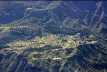 Le Cirque de Mafate / Le cirque de Mafate, isolé, classé au Patrimoine mondial de l'Unesco, présente à lui seul plus de 140 km de sentiers dans un relief tourmenté. Du Col des Bœufs à La Nouvelle, il n'y a qu'un pas pour pénétrer dans ce sanctuaire naturel…