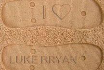 LUKE BRYAN<3 / by Rebecca Mowder