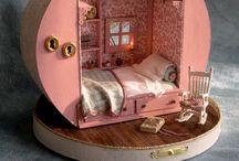 Berenhuis / Vroeger had ik geen poppenhuis maar een berenhuis. Nog steeds ben ik verliefd op wl die mini tafereeltjes.