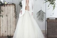 The Minimals - modern wedding style / Less is more.  Inspiring modern bridal outfits for the bride who craves clean lines and understated elegance.