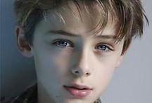 Conceptboard - Atropin / Kid, teen, bandage, sharped teeth, athropine, little prince