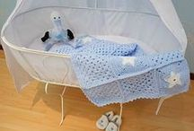 """Gehaakte babydekentjes / Onze handgemaakte """"Originals Baby"""" lijn is simpelweg té snoezig! De multifunctionele gehaakte babydekentjes zijn perfect voor onderweg, voor in de kinderwagen of in de maxicosi en zijn fantastisch als aankleding voor de babykamer. Met onze superzachte babydekentjes kun je werkelijk alle kanten uit!"""