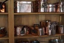 Copper cookware kitchens / Nothing is as good for your mood as the glitter of copper in your kitchen, even when the sun is not shining.