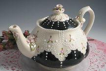thot l waz dun with teapots / A teapot collector