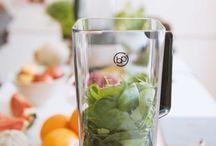 Green Smoothies  / Das Geheimnis hinter Grünen Smoothies sei an dieser Stelle schon mal verraten: 50% Grünzeug in den Mixer, dazu 50% reifes Obst und ein Schuss Wasser. Köstlich und erfrischend!