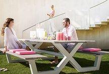 Buiten leven / Leuke buitenkansen uit ons voorjaarsmagazine... Van loungeset tot strandstoel, bij Walter Van Gastel is er keuze genoeg uit een zeer groot aanbod luxueuze tuinmeubelen.