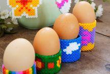 DIY: Bügelperlen Inspirationen / Bügelperlen, Herz, Erdbeere, Ostereier, Regennachmittag, Ideen für Kinder, Nachmittag, Eierbecher,  nähen, sticken, Anleitung, Tutorial, DIY, DIY-Ideen, Ideen, kreativ, schneiden