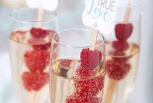 Big Bubbles No Troubles / Trendy Wedding Cocktails