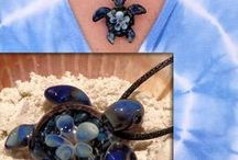 Sea Turtles and Sea Life / Sea Turtles in any form. We welcome all forms of art, jewelry, photography and information √ Pin up to 5 pins at a time. ► IF YOU WOULD LIKE AN INVITE message me with a LINK TO YOUR APPROPRIATE BOARD/S-jhillsglassart