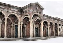 Permanent set on our exterior backlot / - Early Renaissance (the turn of the 15th and 16th century) - Historically authentic Saint Peter's Square (1,760 m 2 ) - Adjacent narrow streets - Appeared in (selection): Borgia (2011– 2014, originally built for), The Musketeers (2013), Missing (2011), Wanderhure 2 and 3 (2011 and 2012)