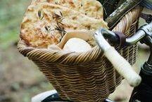 (Cuisine de Provence) Réveillez vos papilles et cuisinez léger cet été ! / Les marchés de #Provence mettent l'eau à la bouche dès le printemps car les étals regorgent de produits frais et gourmands : #fromagedechèvre frais, #tapenades, #poissons, #olives, etc. Et si la #Provence s'invitait chez vous ?  Découvrez-vite des recettes et des astuces pour réveiller les petits plats salés et sucrés grâce aux #huilesessentielles.