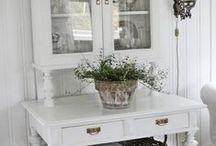 valkoinen sisustus / huonekalut