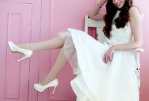 Rainbow Couture / Deze collectie schitterende bruidsschoenen zijn gemaakt van zijde-satijn. Zeer stijlvol en elegant, over het algemeen met een hoge hak. Ook deze schoenen kunnen in elke gewenste kleur geverfd worden