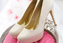 Fiarucci Bridal / Italiaanse handgemaakte bruidsschoenen met een perfecte pasvorm. Verkrijgbaar in leer, lakleer, kant en damast. Er is zelfs keuze in sneaker, slipper en bruidslaarsjes