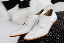 Men / Prachtige, modieuze veterschoenen, Italiaans design, van leer en lakleer in de kleuren of-white, ivoor, blauw, bruin en zwart. Uiteraard met bijpassende riem te bestellen