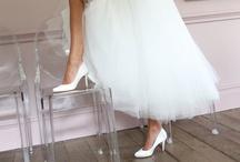 Pink Bridal / De Pink collectie van Paradox London is een prachtige, modieuze collectie van comfortabele, satijnen trouwschoenen voor de moderne bruid. Al deze schoenen zijn leverbaar in de ivoor. Sommige modellen kunnen ook in wit besteld worden. Deze bruidsschoenen kunnen ook gekleurd worden