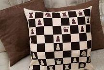 Šach - patchwork, vyšívanie / Patchwork a vyšívanie so šachovým motívom.