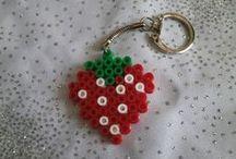 Mes créations en perles Hama / Des perles HAMA pour de jolis bijoux, portes clés ... Suivez moi sur facebook : https://www.facebook.com/Dotie.creations/