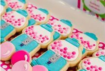 Amazing Cupcakes, Cookies, & Cakes / by Ashley Garrard Kabir