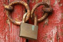 LOCKS: the bane inside the fear / Find your way to open...
