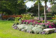Gardens/Landscaping Beds / American Beauty Landscaping's experienced, AWARD WINNING  designers will incorporate your needs and dreams into a functional and aesthetically pleasing picture.
